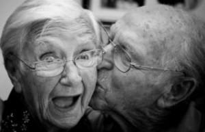 stariji sretan par