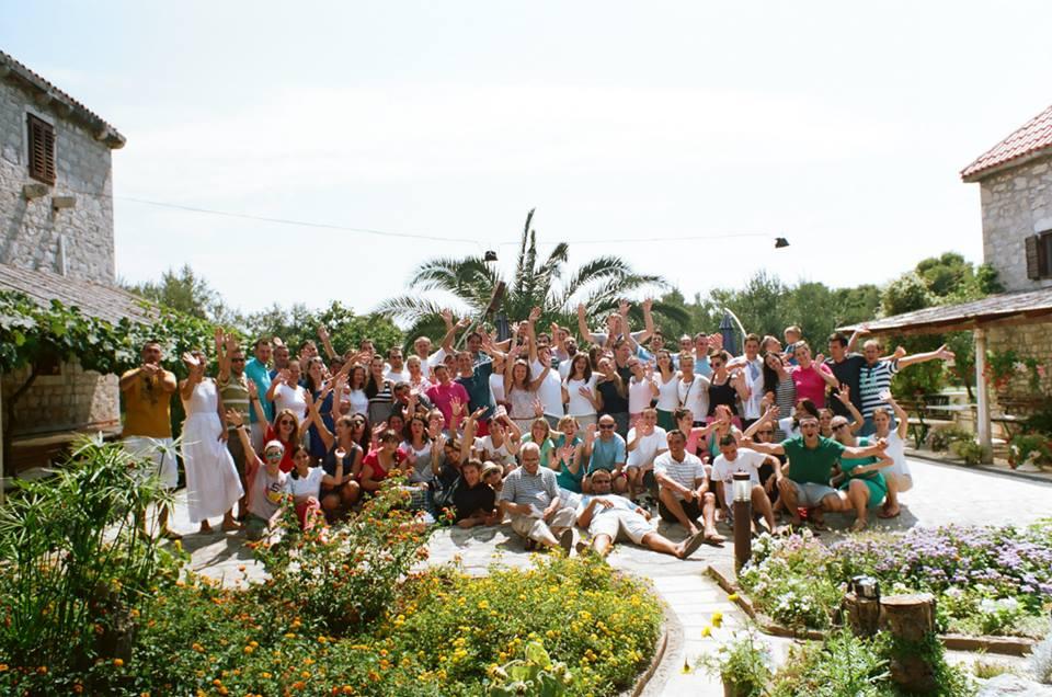 p. Vinko i još 10 mladih iz Zaprešića proveli su duhovno-rekreacijski tjedan na otoku Krapnju.